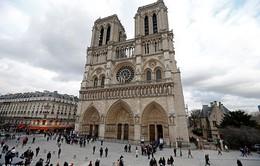 Nổ súng bên ngoài Nhà thờ Đức Bà Paris, Pháp