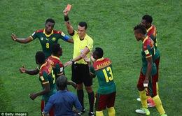 Cúp Liên đoàn các châu lục 2017: Xem VAR, trọng tài vẫn đuổi nhầm cầu thủ Cameroon