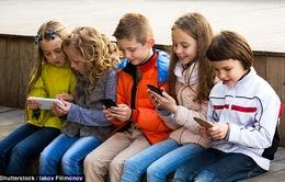 Sử dụng smartphone, máy tính bảng khiến trẻ nhỏ dễ bị... chấy