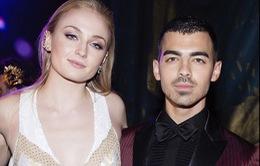 Sao phim Trò chơi vương quyền đính hôn với Joe Jonas