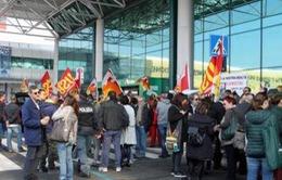 Hàng không Italy ngưng trệ vì đình công