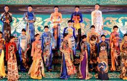 Ấn tượng hội họa trong tà áo dài Huế