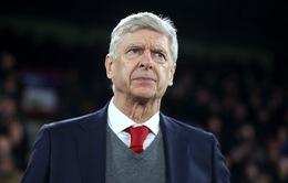 """Giáo sư Wenger cân bằng kỷ lục với """"ông già gân"""" Sir Alex"""