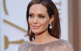 Ai là người đàn ông bí mật của Angelina Jolie?