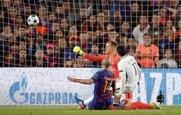 Sao Barca thừa nhận gặp may khi qua mắt trọng tài
