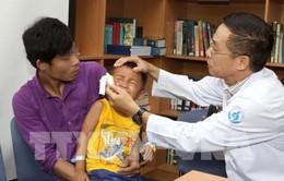 TP.HCM: Cứu bệnh nhi bị bắn vào mắt từ súng cồn hơi tự chế
