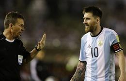 Lionel Messi nói gì sau scandal lăng mạ trọng tài?