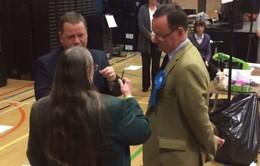 Cọng rơm quyết định chiến thắng cuộc bầu cử vùng tại Anh