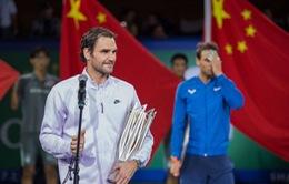 Federer mỉa mai Nadal về một sân đấu đất nện cho ATP Finals