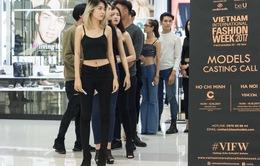 Nhiều chân dài cá tính hồ hởi casting người mẫu tham dự Tuần lễ thời trang quốc tế Việt Nam Thu - Đông 2017