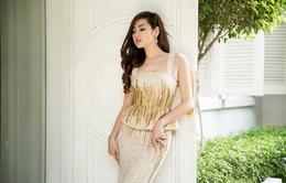 Á hậu Tú Anh khoe thân hình đồng hồ cát với váy ôm bó sát