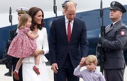 Anh em Hoàng tử bé nước Anh siêu đáng yêu cùng cha mẹ công du Ba Lan