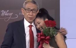 """Hồng Nhung liên tục hát live và nghẹn ngào khi gặp lại """"bố"""" tại trường quay Chuyển động 24h"""