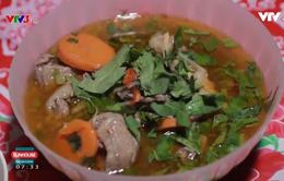 Vua đầu bếp Ngô Thanh Hòa trổ tài làm món vịt nấu củ ấu