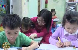 Lớp học miễn phí dành cho học trò nghèo của cô giáo khuyết tật