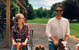 Amanda Seyfried không thể rời mắt khỏi chồng