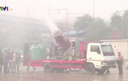 """Ấn Độ thử nghiệm """"vòi rồng chống khói bụi"""" tại New Delhi"""