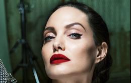 Angelina Jolie vẫn đau buồn sau gần 1 năm chia tay Brad Pitt