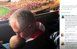 Tranh cãi xung quanh bức ảnh Thủ tướng Australia cầm bia bế cháu