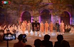 Giới thiệu áo dài Việt trong Cung điện mỹ thuật Paris