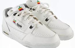 Đôi giày... Apple được bán đấu giá ở mức khởi điểm hơn 300 triệu đồng