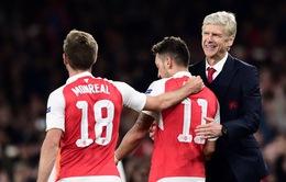 Arsene Wenger tin Arsenal còn cơ hội vô địch, chê bai Tottenham bỏ cuộc sớm