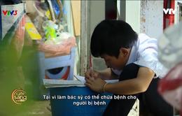 Xúc động bé trai 10 tuổi bán bánh tráng nướng giúp mẹ