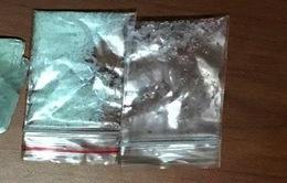 Hà Nội: Bắt giữ 2 thanh niên ném ma túy xuống đường bỏ chạy giữa đêm