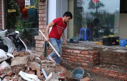 TP.HCM: Hỗ trợ hạ cốt nhà khi phá bậc tam cấp lấn vỉa hè