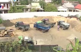 Bất cập bãi tập kết vật liệu xây dựng gần khu dân cư