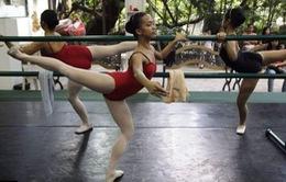 Philippines: Dạy Ballet miễn phí cho trẻ em khu ổ chuột