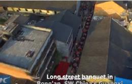 Bàn tiệc xếp dài 1.500m ở Trung Quốc
