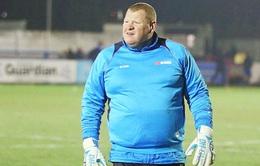 Thủ môn ăn bánh của Sutton United xin nghỉ việc