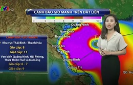 Tâm bão số 10 áp sát miền Trung, gây mưa gió dồn dập
