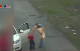 Người đàn ông bị truy tố vì đánh trẻ em 62 lần trong 5 phút