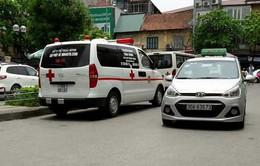 Bảo vệ Bệnh viện Bạch Mai chặn xe cứu thương ngoại tỉnh vào đón bệnh nhân
