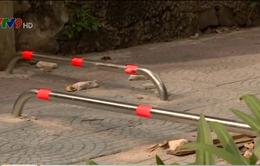 TP.HCM xem xét lại việc lắp barie trên vỉa hè