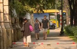 TP.HCM tiếp tục lắp barie trên vỉa hè