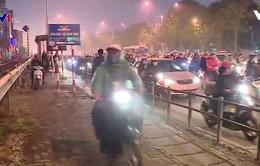 Hà Nội lắp barie vỉa hè ngăn xe máy: Thuận tiện hay bất tiện?