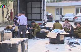 Bắt giữ lô hàng hiệu không rõ nguồn gốc tại quận Tây Hồ, Hà Nội