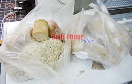 Phát hiện giò chả mốc trộn lẫn thịt sống tại Bình Phước