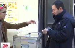 Bầu cử sơ bộ vòng một cánh tả Pháp: Cựu Bộ trưởng Giáo dục dẫn đầu