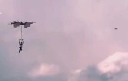 Màn nhảy dù từ máy bay không người lái đầu tiên trên thế giới