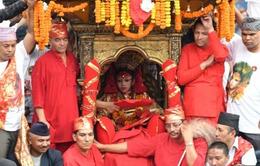 """Nepal chọn bé 3 tuổi làm """"nữ thần sống"""""""