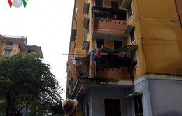 Rơi từ tầng 3 chung cư, bé gái 4 tuổi tử vong