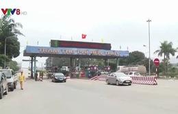 Người dân tập trung ký đơn phản đối việc thu phí BOT tại cầu Bến Thủy