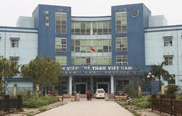 Hà Nội: Bác sĩ bị hành hung, bắt quỳ gối xin lỗi