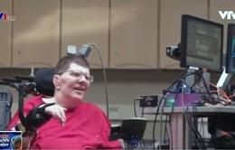 Cấy ghép cảm biến vào não giúp bệnh nhân liệt tự ăn uống