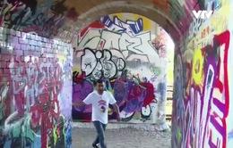 Biến biểu tượng thù ghét thành tranh tường độc đáo