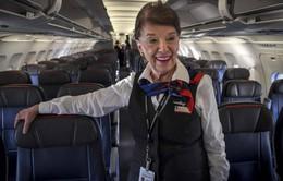 Nữ tiếp viên hàng không 81 tuổi vẫn vi vu trên bầu trời